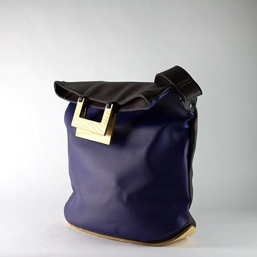 Tasche groß L dunkelblau braun schoko mit Holz Esche Holzboden Holzgriffen Recycling Unikat Hydrogen 0003_4 Seite