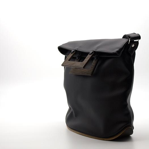 Tasche mittel M schwarz mit Holz Mooreiche Holzboden Holzgriffen Recycling Unikat Hydrogen 0079_3 Seite