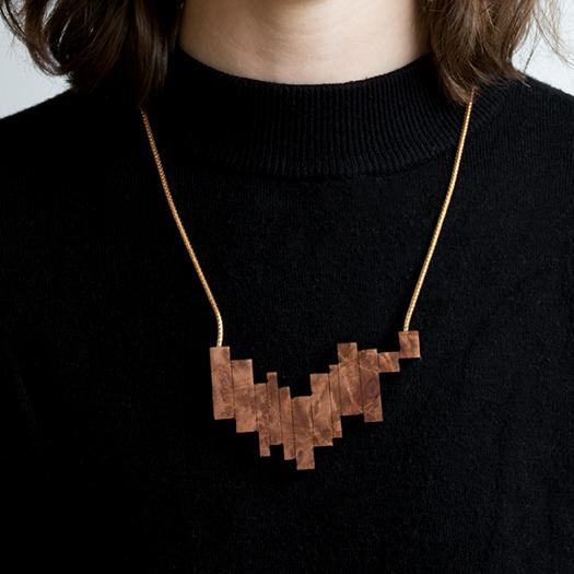 Tragebild Kette Borke Holz Mammutbaum Tombak/Messing Silber Verschluss Fuchsschwanzkette