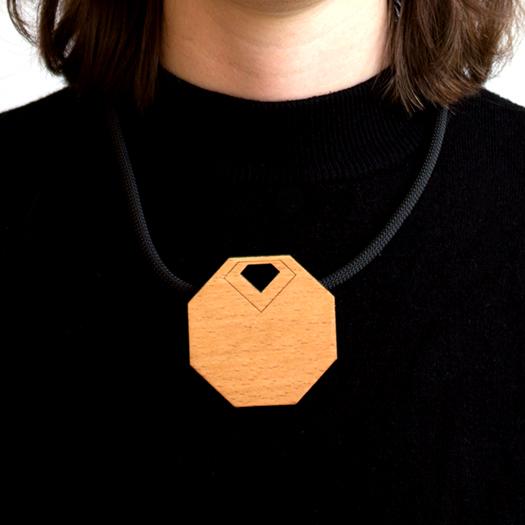 Kette Oktagon Tragebild Holz Kordel/Seil schwarz Magnetverschluss Unikat