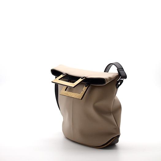Tasche klein S perubraun schwarz mit Holz Eiche Holzboden Holzgriffen Recycling Unikat Hydrogen 0127_3 Seite