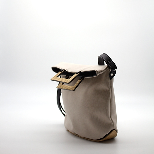 Tasche klein S Hellelfenbein schwarz mit Holz Eiche Holzboden Holzgriffen Recycling Unikat Hydrogen 0129_3 Seite